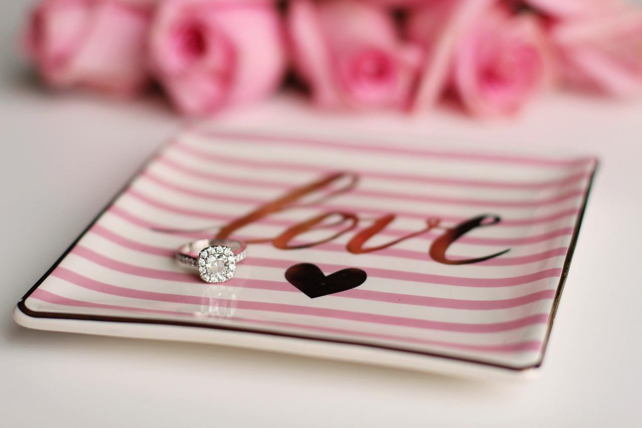 Comment bien choisir une bague de fiançailles ?